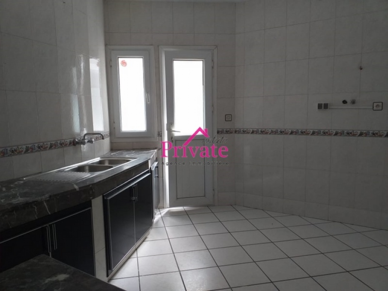 Location,Appartement 240 m² ,Tanger,Ref: LA455 4 Bedrooms Bedrooms,2 BathroomsBathrooms,Appartement,1615